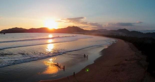 Pantai Pulau Merah Menawan Ujung Selatan Banyuwangi Berita Daerah Kab