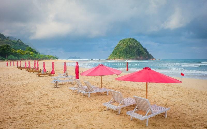 Pantai Pulau Merah Menjadi Daya Tarik Wisata Banyuwangi Kab