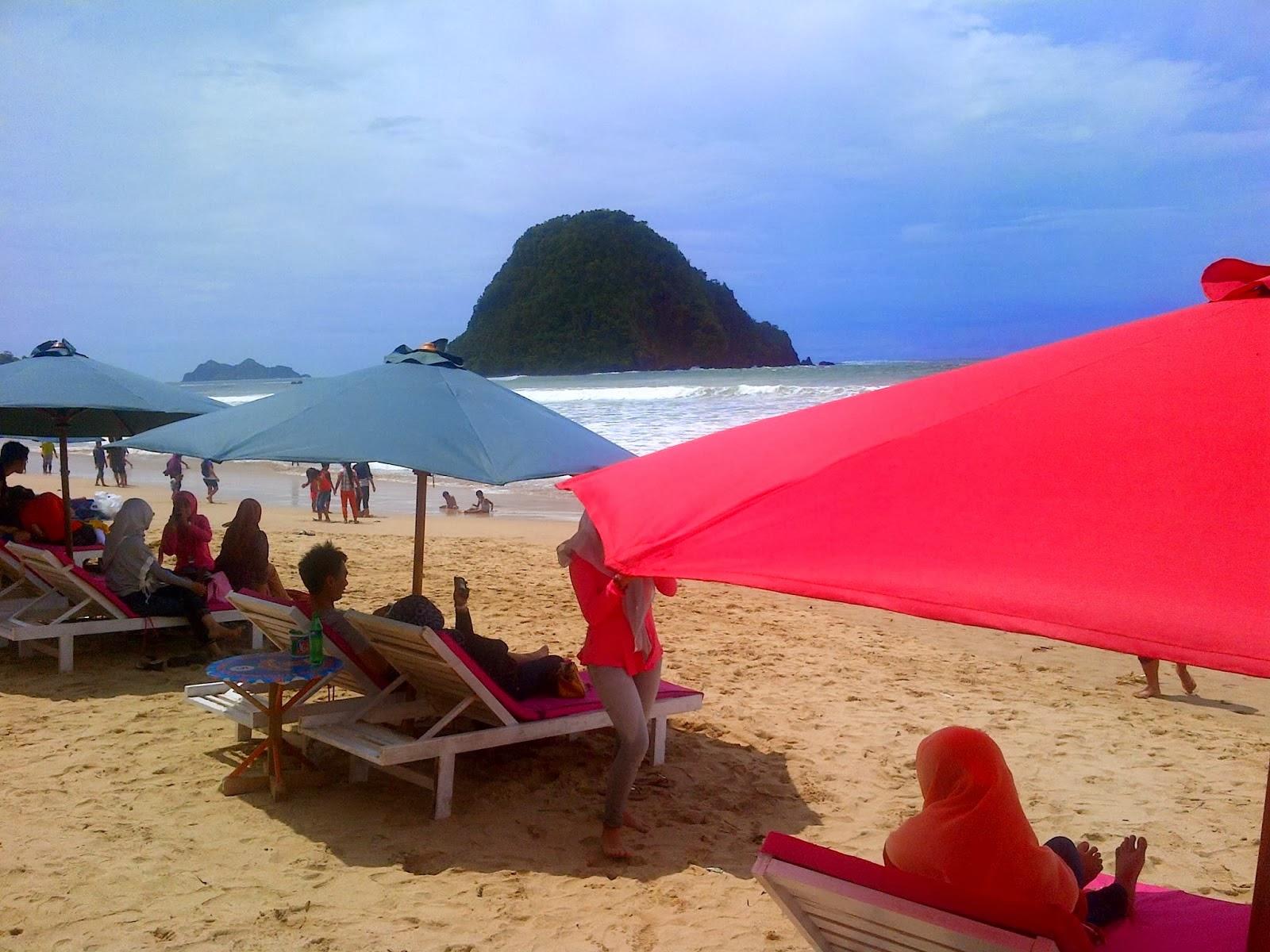 Pantai Pulau Merah Primadona Wisata Banyuwangi Kab
