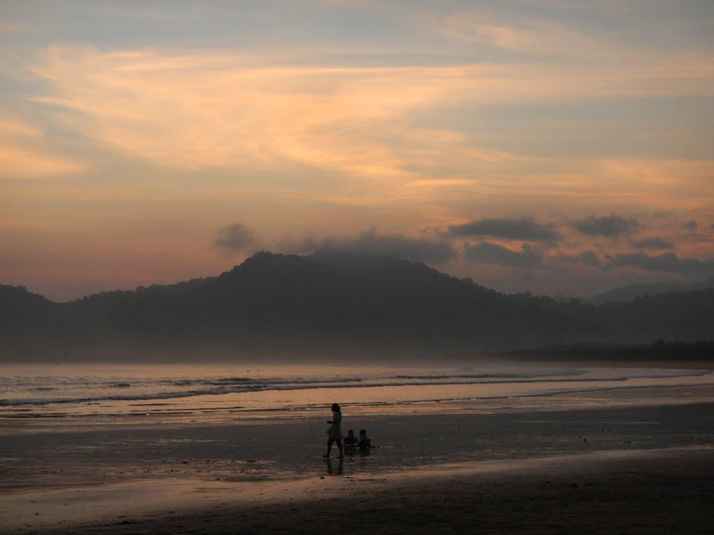 Pantai Pulau Merah Sumberagung Pesanggaran Kabupaten Banyuwangi Jawa Timur 68488