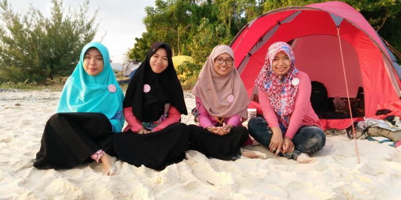 Gadis Rela Tempuh Jarak Ratusan Kilometer Demi Upacara Pulau Tabuhan