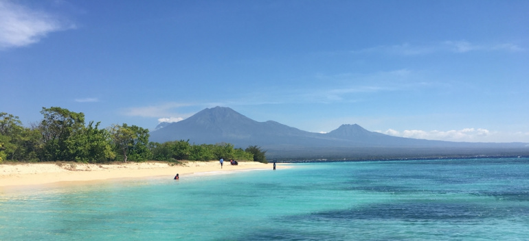 Kementerian Pariwisata Pulau Tabuhan Permata Tengah Birunya Lautan Banyuwangi Kab