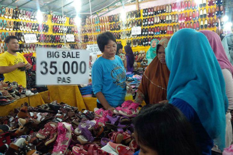 Banyuwangi Merdeka Pasar Ramadan Taman Blambangan Jadi 2016 Reporter Mochammad