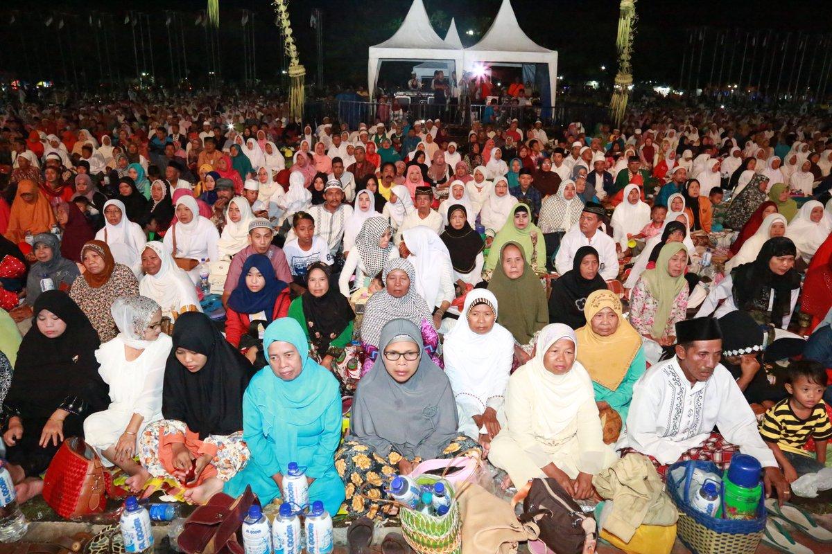 Kabupaten Banyuwangi Twitter Rayakan Pergantian Ribuan Berzikir Alun2 Taman Blambangan