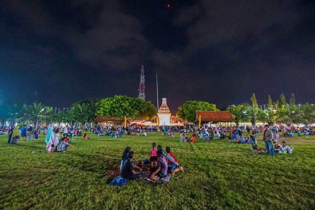 Kulineran Sego Tempong Banyuwangi Enak Traveling Yuk Taman Blambangan Kab