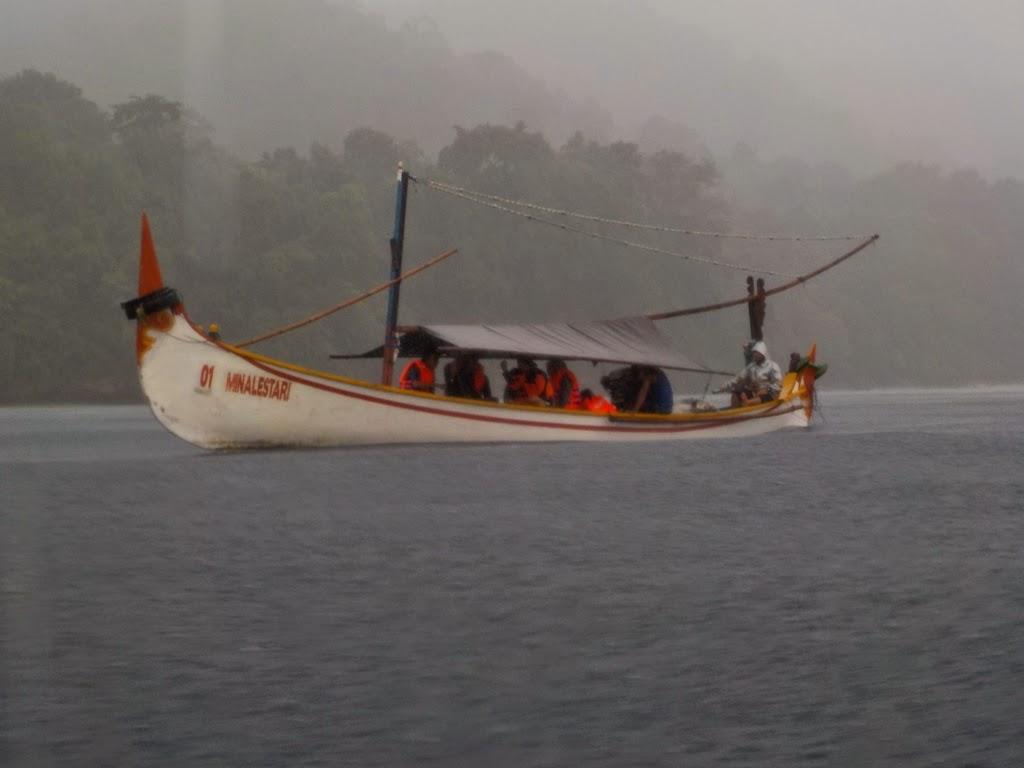 Destinasi Wisata Teluk Biru Banyuwangi Petualang Samudera Menuju Hujan Seharian
