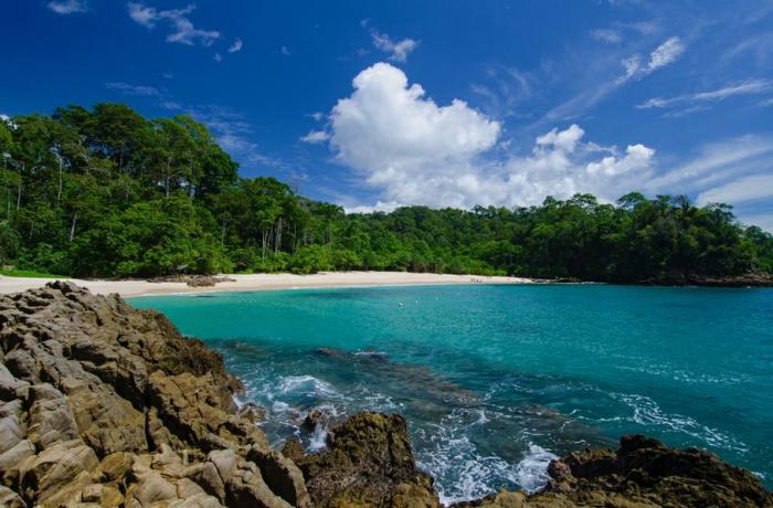 Kementerian Pariwisata Menikmati Biru Surga Tersembunyi Teluk Kab Banyuwangi