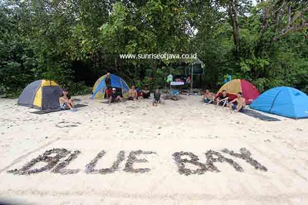 Paket Wisata Teluk Biru Surga Bawah Laut Banyuwangi Ngecamp Kab