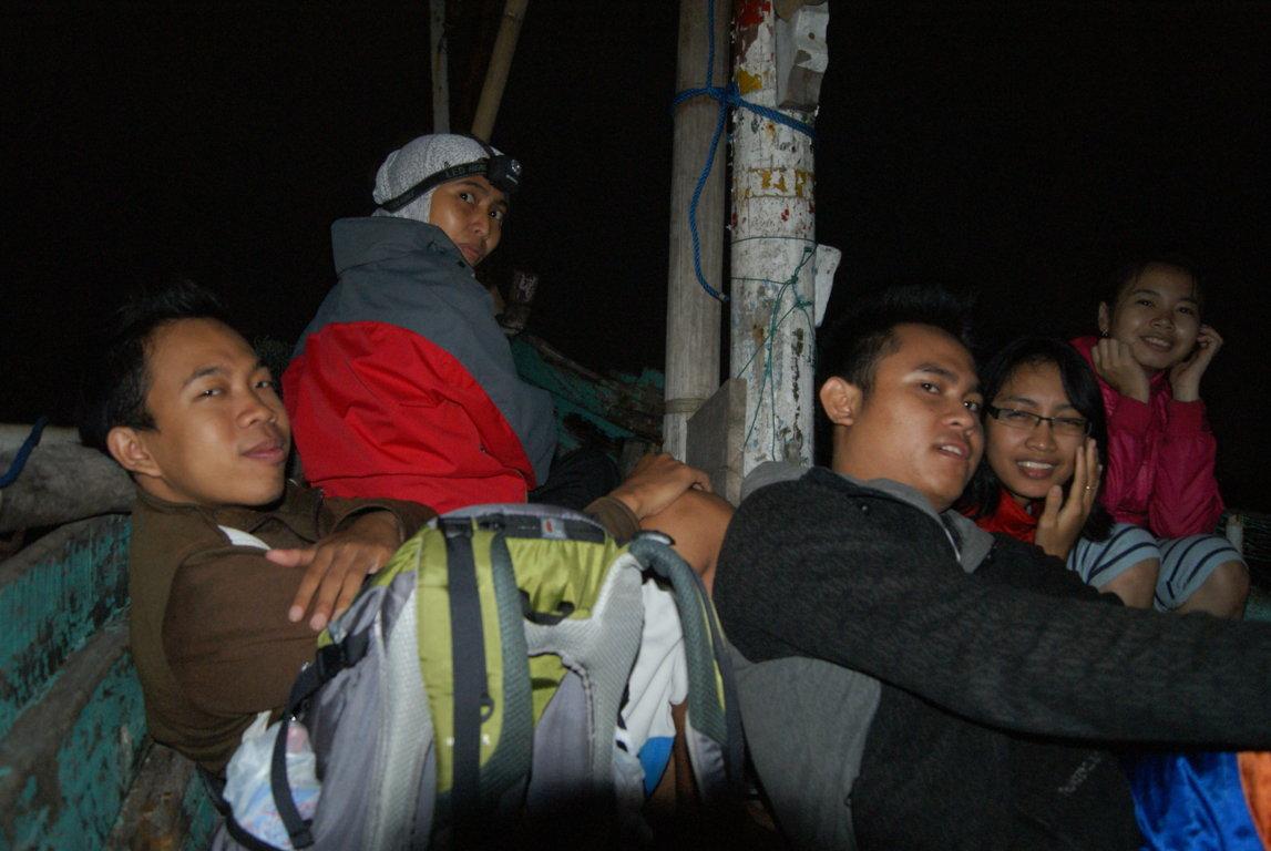 Teluk Biru Banyuwangi Pesona Taman Laut Backpacker Melaut Kab
