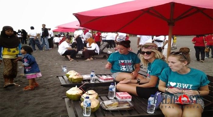 Pantai Boom Banyuwangi Bagus Menarik Turis Asing Berkunjung Tugu Inkai