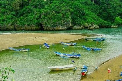 Pantai Boom Banyuwangi Fasilitas Harga Tiket Rute Map Baron Tugu