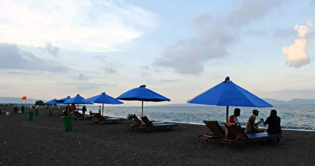 Pantai Boom Banyuwangi Indah Memandang Teluk Bali Tugu Inkai Kab