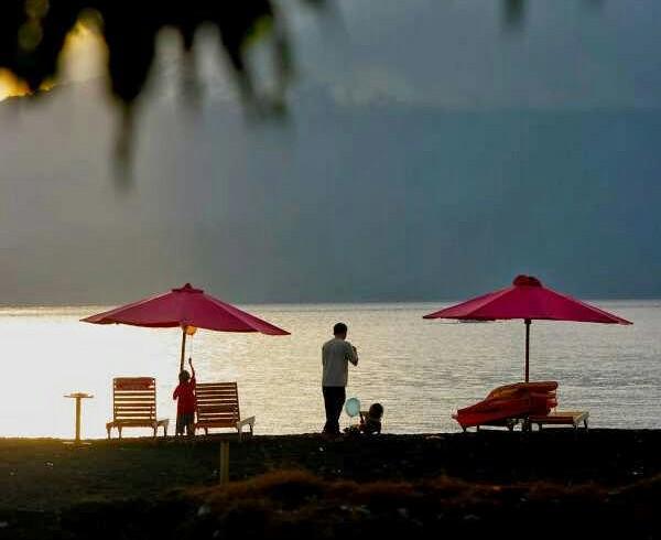 Wisata Pantai Boom Banyuwangi Jawa Timur Indah Tengah Kota Tugu