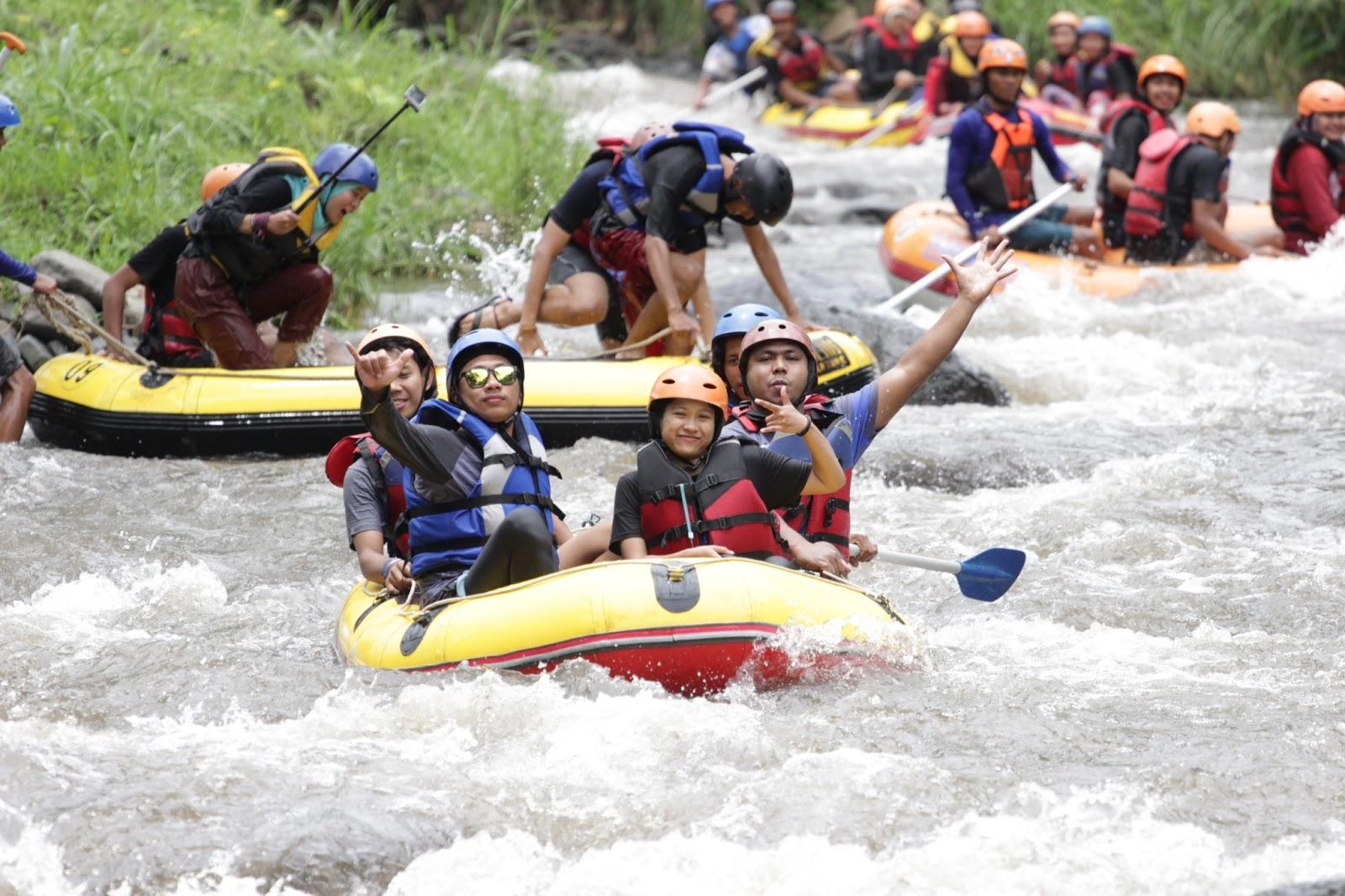 Fun Rafting Sambil Bergoyang Sungai Badeng Banyuwangi Pejalan Berlokasi Desa