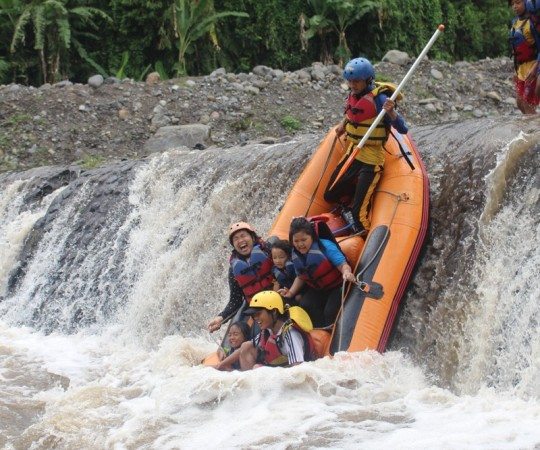 Ide Long Weekend Banyuwangi Arung Jeram Kaki Gunung Raung Tak