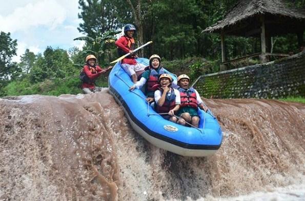 Keseruan Arung Jeram Karo Adventure Cektravel Info Wisata Kab Banyuwangi