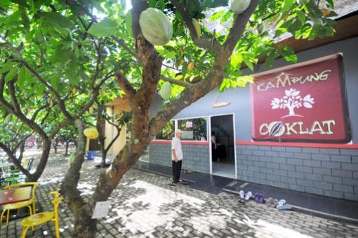 11 Tempat Wisata Blitar Menarik Dikunjungi Toko Mesin Kampung Coklat