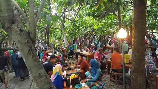 Libur Lebaran Wisata Edukasi Kampung Coklat Blitar Diserbu Pengunjung Cokelat