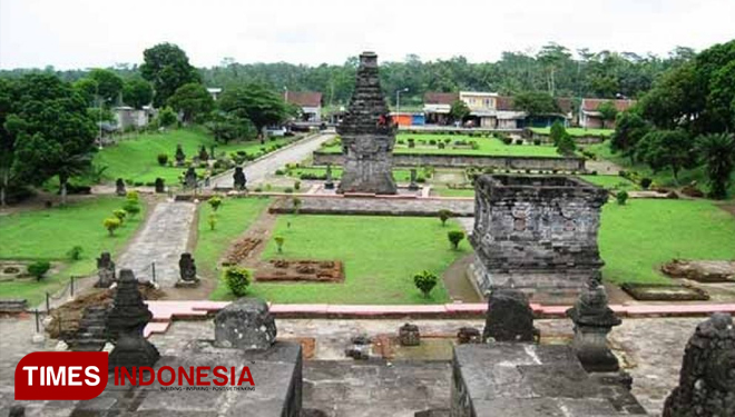 Triangle Diamond Menuju Amazing Blitar Times Indonesia Candi Penataran Perkebunan
