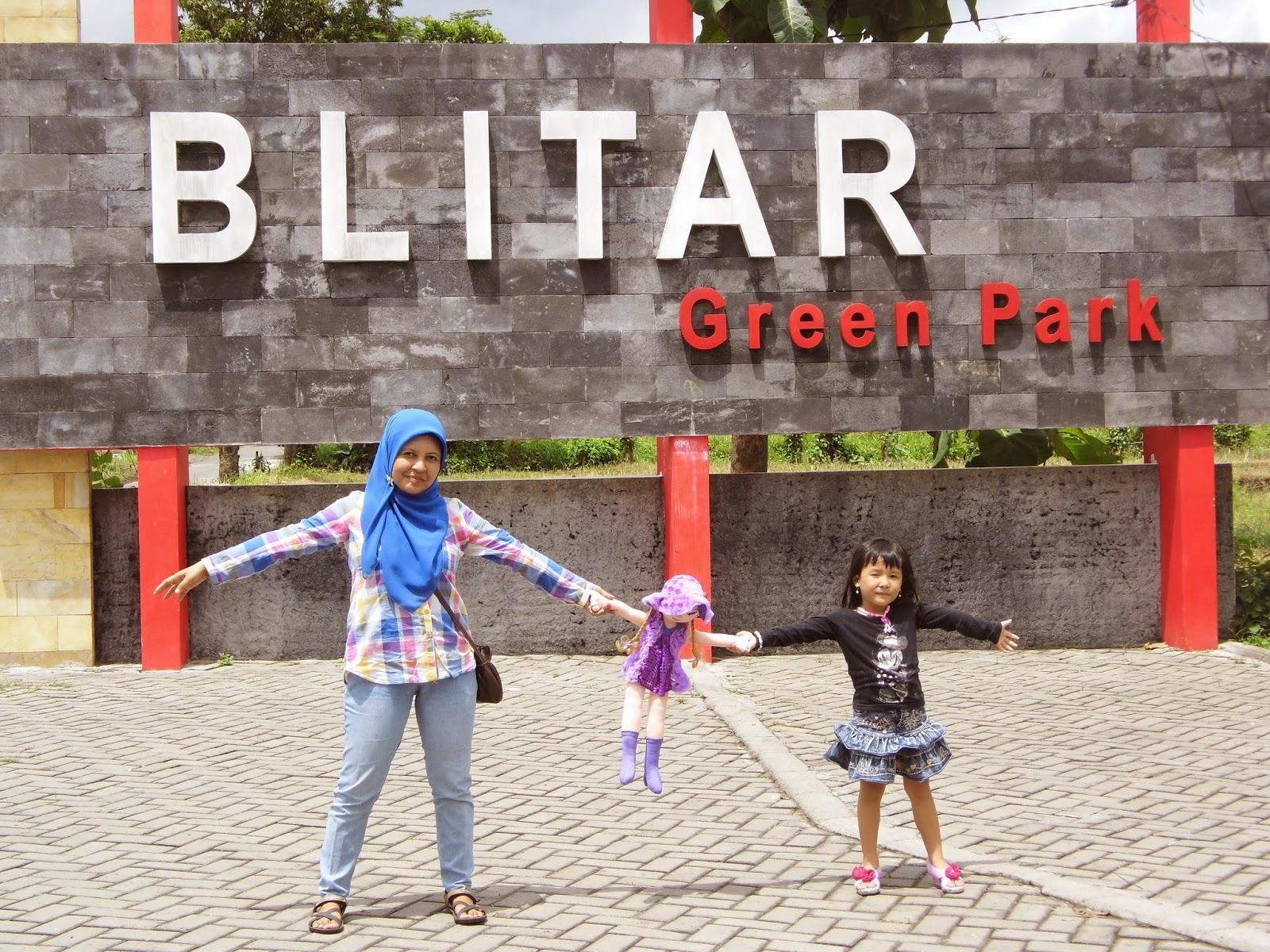 Zulvia Rumaida Blitar Green Park Taman Mungil Melepas Lelah Putri