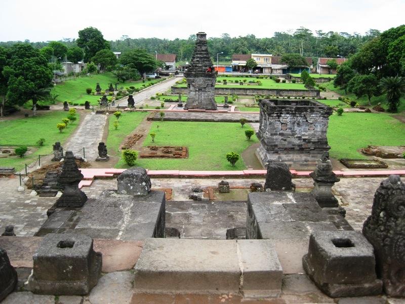 10 Tempat Wisata Blitar Makam Bung Karno Wajib Dikunjungi Candi