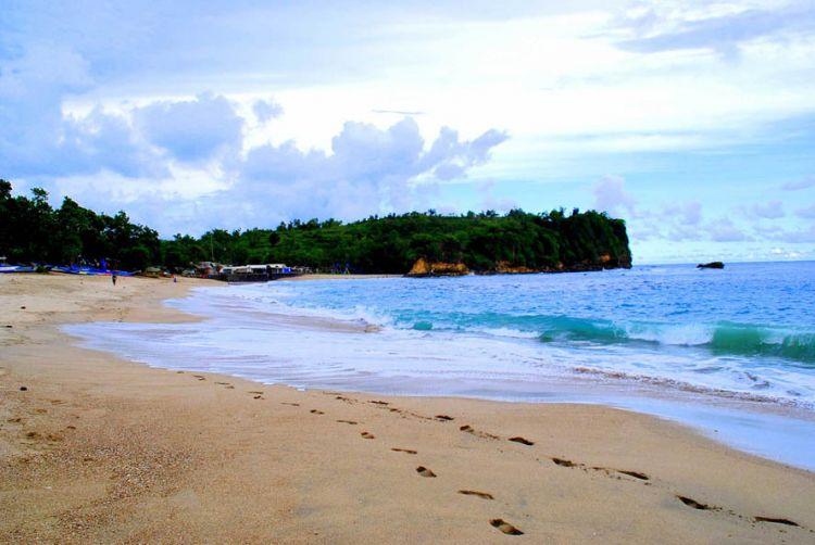 10 Tempat Wisata Blitar Makam Bung Karno Wajib Dikunjungi Pantai