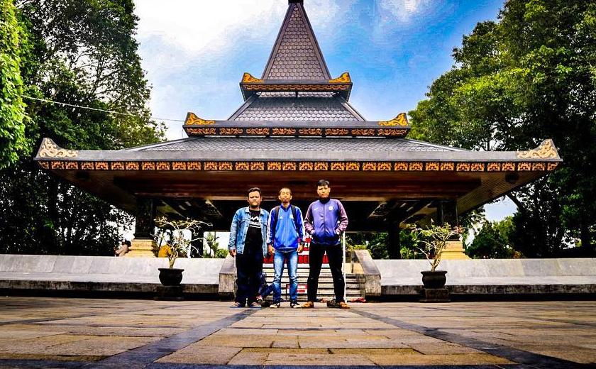 23 Tempat Wisata Instagramable Blitar Terbaru Hits Makam Bung Karno