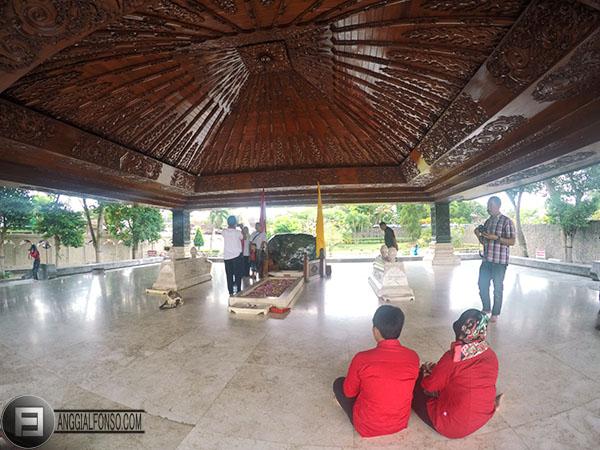 3 Tempat Wisata Kota Blitar Wajib Dikunjungi Makam Bung Karno