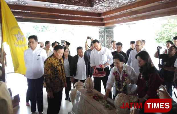 Ahok Ziarah Makam Bung Karno Tak Kaitan Pilkada Megawati Nyekar