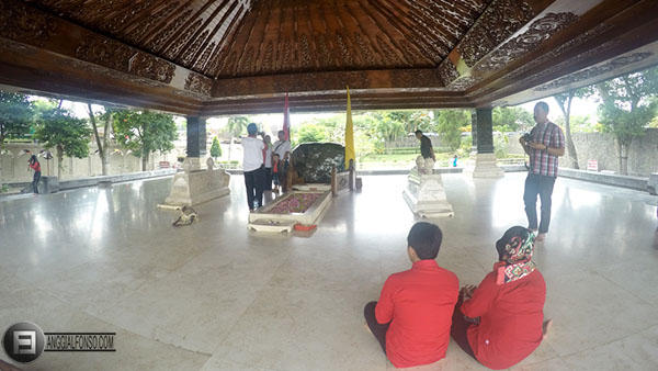 Berkunjung Makam Museum Soekarno Kota Blitar Bung Karno Kab