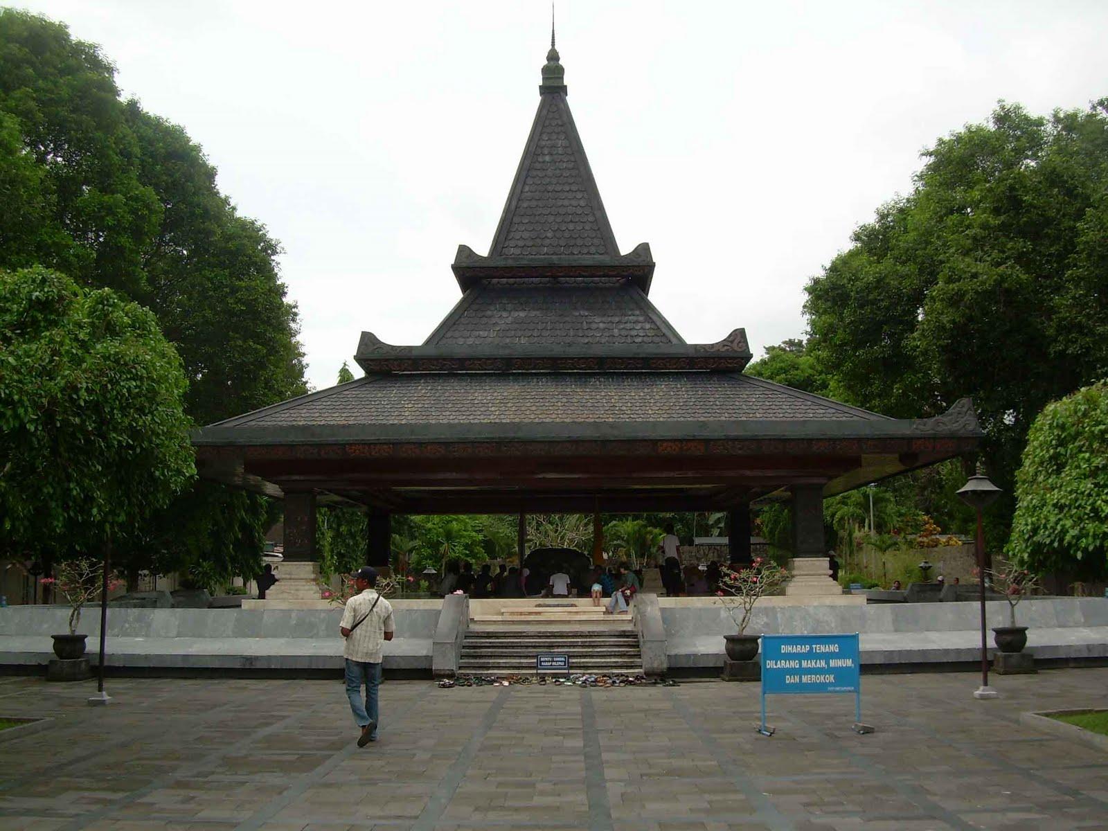 Biro Wisata Fortekindo Tour Makam Bung Karno Blitar Jatim Kota
