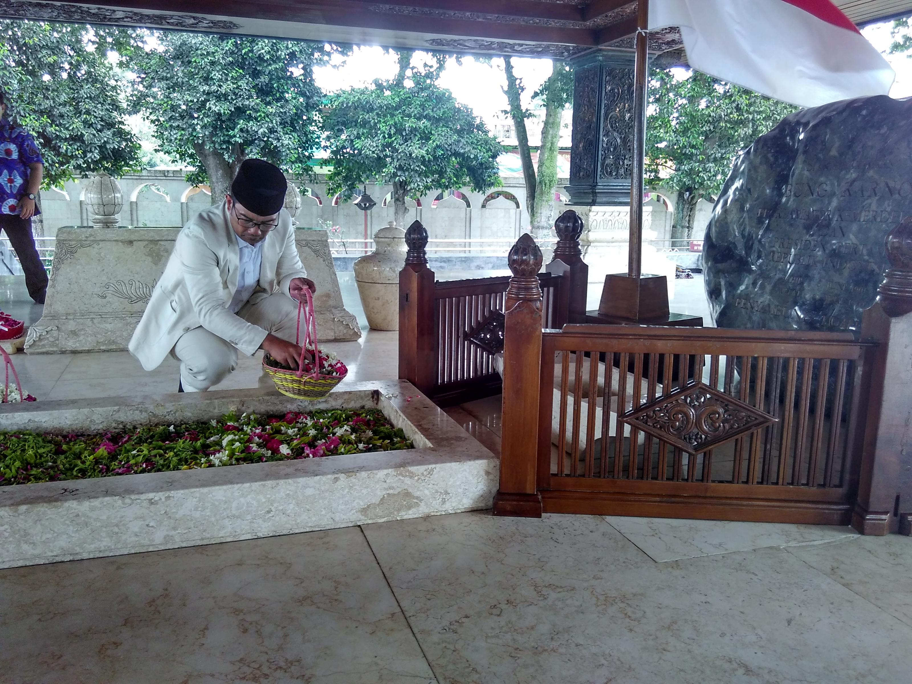Kamil Ziarah Makam Bung Karno Kota Blitar Ridwan Kab