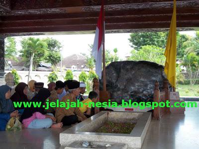 Wisata Sejarah Makam Bung Karno Blitar Oleh Heri Agung Fitrianto
