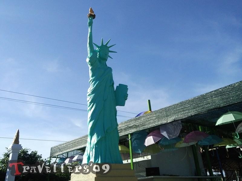 Negeri Dongeng Blitar Travellers Miniatur Patung Liberty Singapura Kantin Sepeda