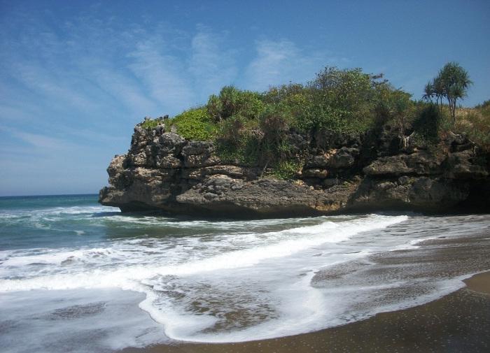 11 Pantai Indah Bisa Kamu Jelajahi Blitar Yuk Piknik Jolosutro
