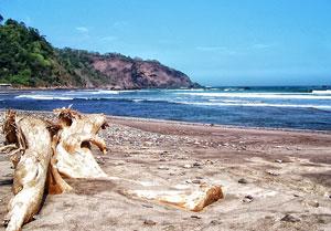 Pantai Jolosutro Pesisir Laut Selatan Kabupaten Pasur Kab Blitar