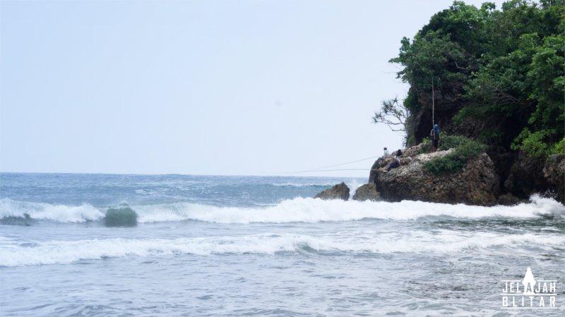 Pantai Pasur Berpasir Hitam Ujung Barat Jelajah Blitar Pemancing Kab