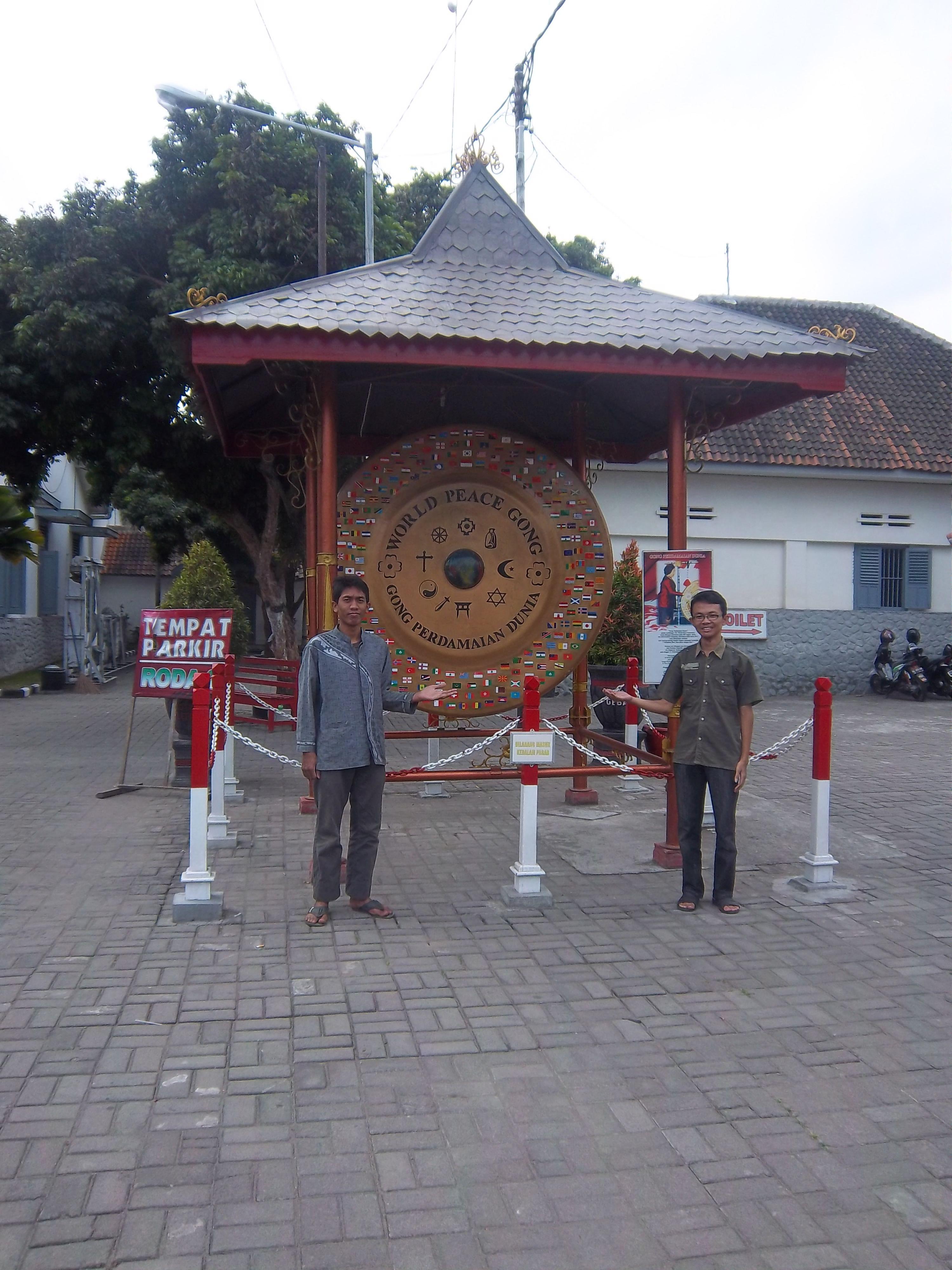 Gong Perdamaian Dunia Istana Gebang Blitar Discover Penangkaran Rusa Maliran
