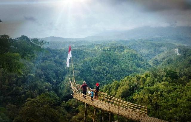 10 Tempat Wisata Blitar Bagus Hits Gumuk Sapu Angin Taman