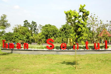 Keindahan Wisata Taman Blitar Green Park Jawa Timur Hijau Kab