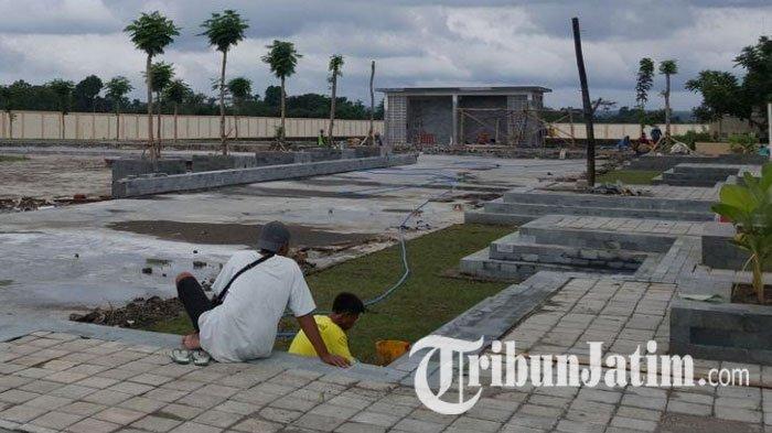Tag Dusun Kanigoro Pembangunan Taman Alun Blitar Capai 95 Persen