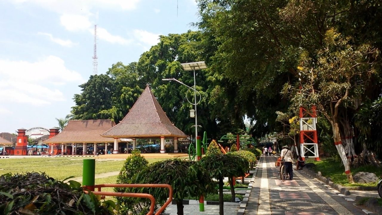 Taman Alun Kota Blitar Asri Nyaman Bersantai Bersantaiinfo Lebih Banyaktaman
