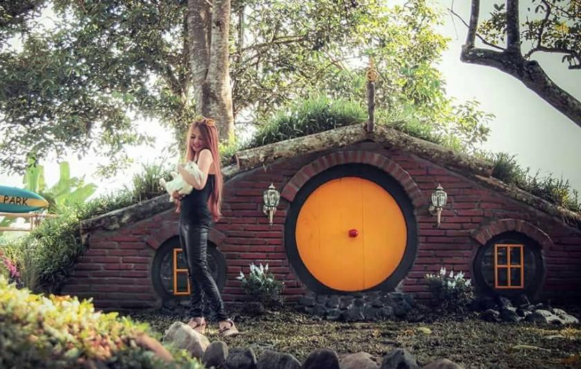 23 Tempat Wisata Instagramable Blitar Terbaru Hits Rumah Hobit Zegra