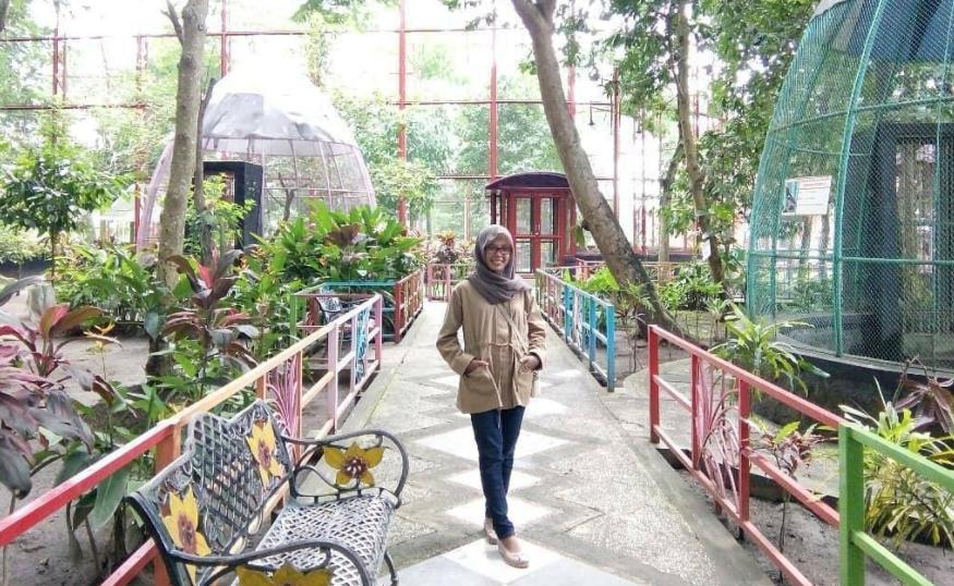 23 Tempat Wisata Instagramable Blitar Terbaru Hits Taman Kebon Rojo