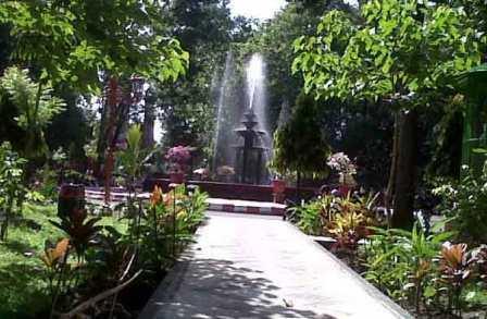 32 Tempat Wisata Blitar Wajib Dikunjungi Liburan Taman Kebon Rojo