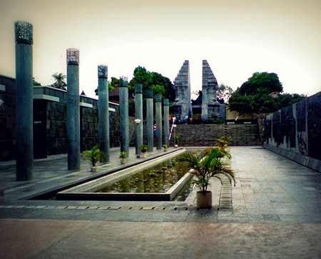 Daftar Tempat Wisata Blitar Jawa Timur Terbaik Religi Makam Bung