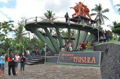 Kebon Rojo Blitar Discover Pinterest Monumen Trisula Selatan Taman Kab
