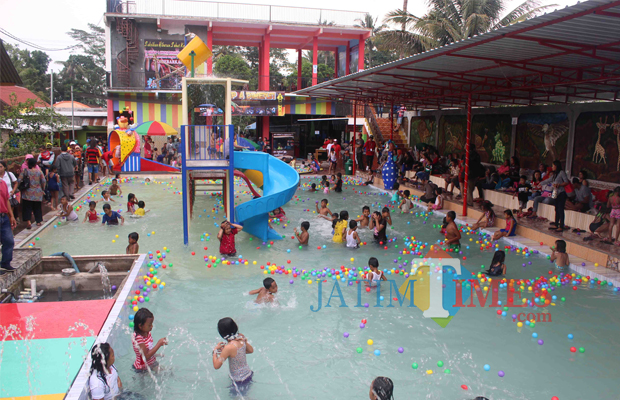 Wisata Chenoa Waterplay Angkat Ekonomi Warga Blitar Times Peristiwa Ratusan