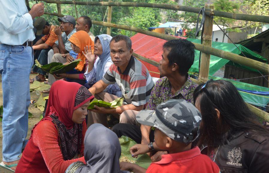Manganan Janjang Ribuan Makan Gratis Pakai Daun Jati Sedapnya Menyantap