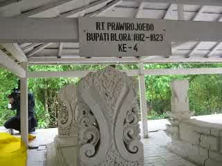 Wisata Religi Blora 8 Makam Keramat Bupati Foto Gledek Bukit